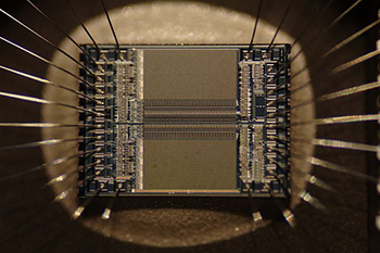 350px-EPROM_Microchip_SuperMacro