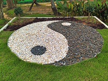 350px-Yin_and_Yang_Tao_Rock_Garden_Kyle_Pearce_Flickr