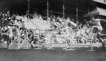 350px-1912_Athletics_men's_110_metre_hurdles_final